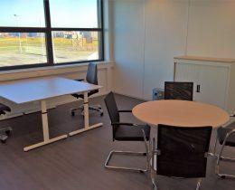 kantoor met 2 werkplekken en overleg